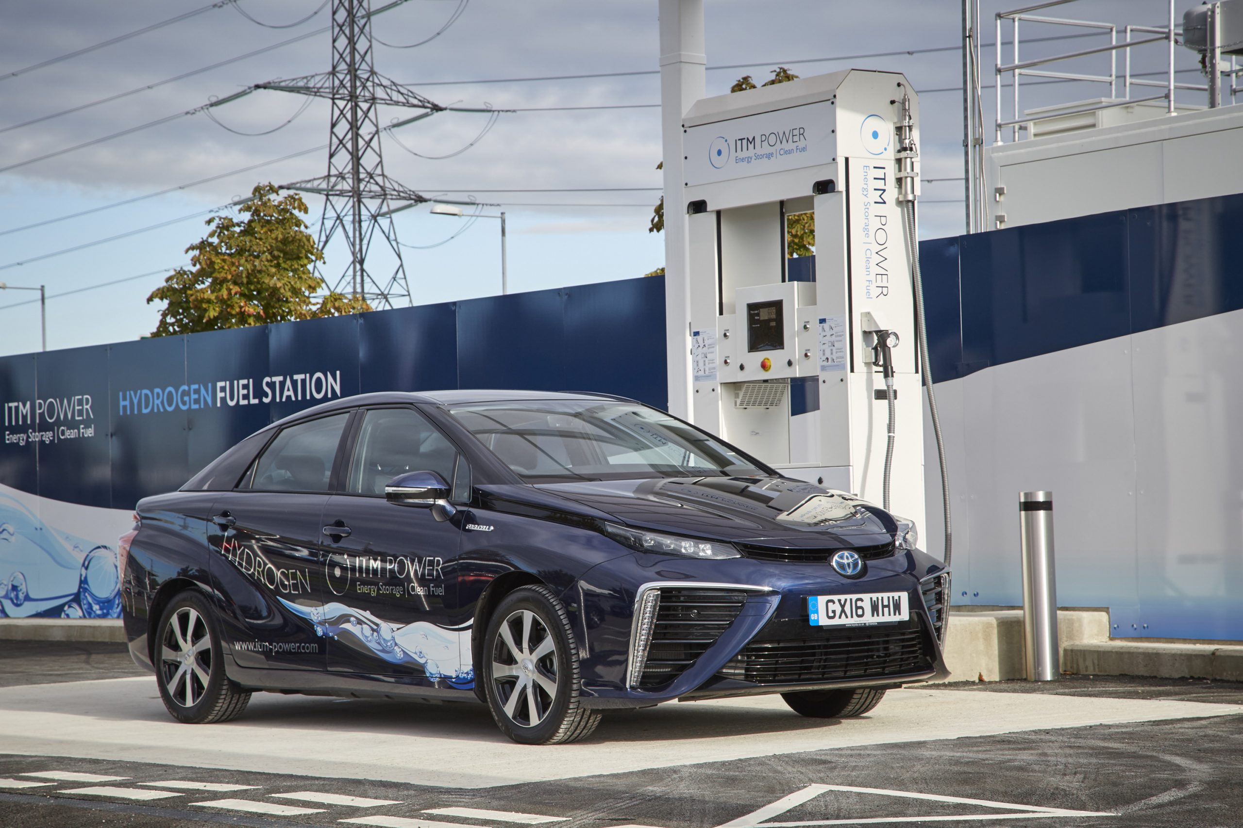 El coche de hidrógeno parece tener cada vez más futuro: La UE exigirá una hidrogenera cada 150 kilómetros